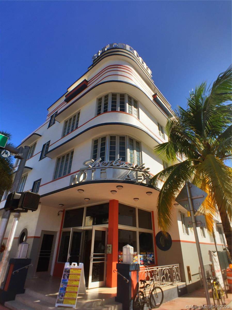 901 Collins Ave - Photo 1