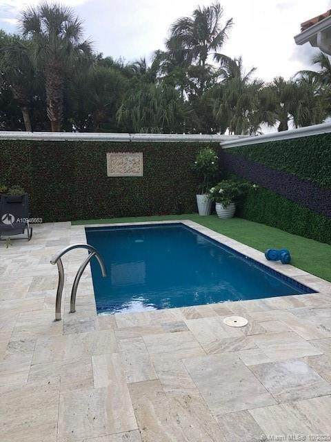 1525 Breakwater Ter, Hollywood, FL 33019 (MLS #A10946663) :: Berkshire Hathaway HomeServices EWM Realty
