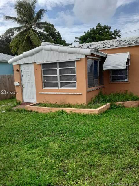 2319 Cleveland St, Hollywood, FL 33020 (MLS #A10947375) :: Berkshire Hathaway HomeServices EWM Realty