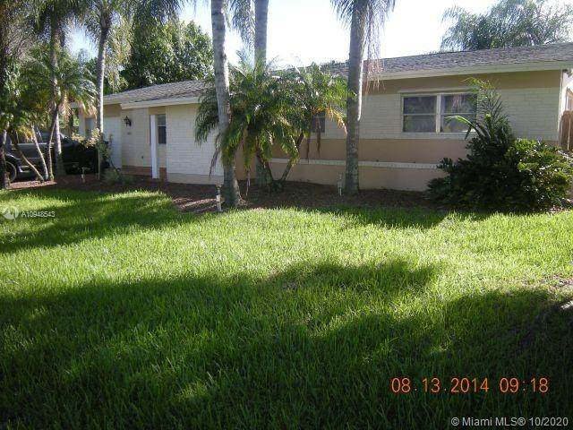 1621 NW 119th Ave, Pembroke Pines, FL 33026 (MLS #A10948543) :: Berkshire Hathaway HomeServices EWM Realty