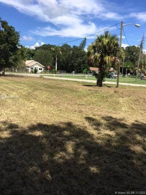3872 De Soto Avenue, Fort Myers, FL 33916 (MLS #A10957789) :: The Jack Coden Group