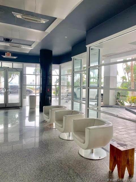 1402 Brickell Bay Dr #402, Miami, FL 33131 (MLS #A10960240) :: Podium Realty Group Inc