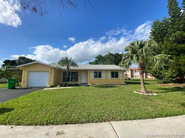9775 NW 26th Ct, Sunrise, FL 33322 (MLS #A10962434) :: Green Realty Properties