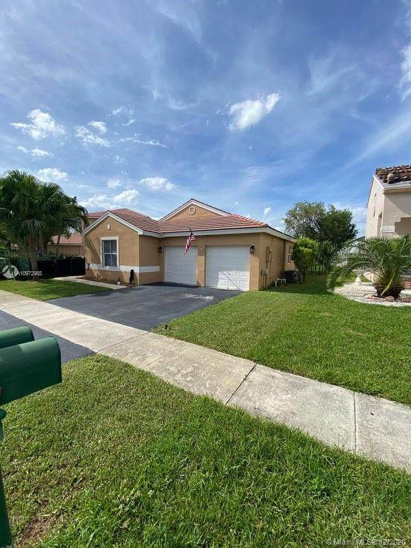 18585 NW 18th St, Pembroke Pines, FL 33029 (MLS #A10972985) :: Carole Smith Real Estate Team