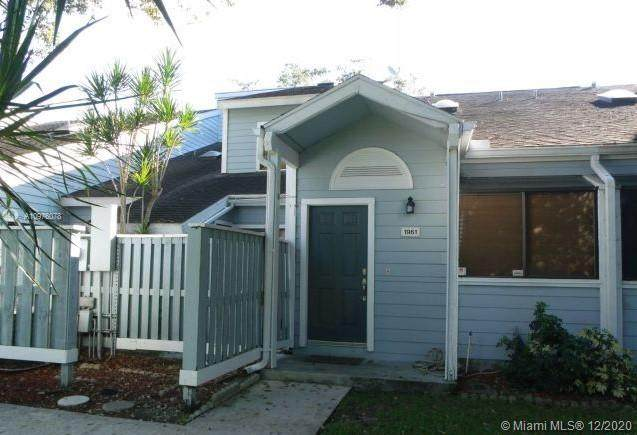 1961 Players Pl, North Lauderdale, FL 33068 (MLS #A10976078) :: Carole Smith Real Estate Team