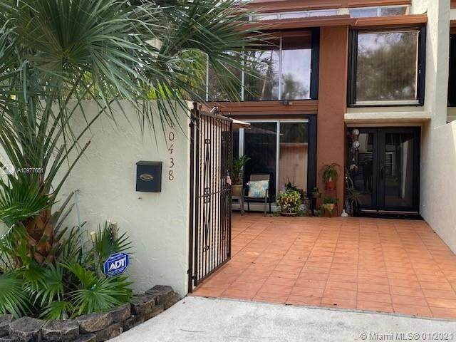10438 SW 76 St, Miami, FL 33173 (MLS #A10977651) :: Berkshire Hathaway HomeServices EWM Realty