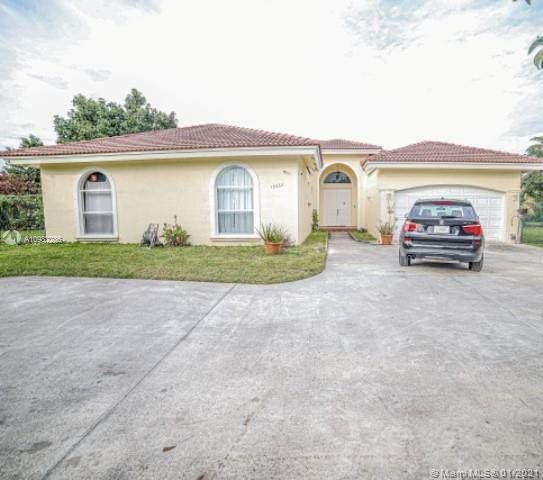 15563 SW 276th St, Homestead, FL 33032 (MLS #A10982286) :: Albert Garcia Team