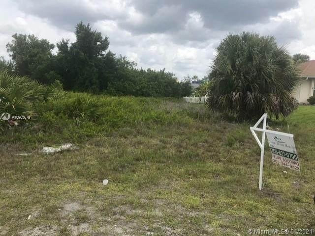 2816 W 3rd Street, Lehigh Acres, FL 33971 (MLS #A10983679) :: Berkshire Hathaway HomeServices EWM Realty