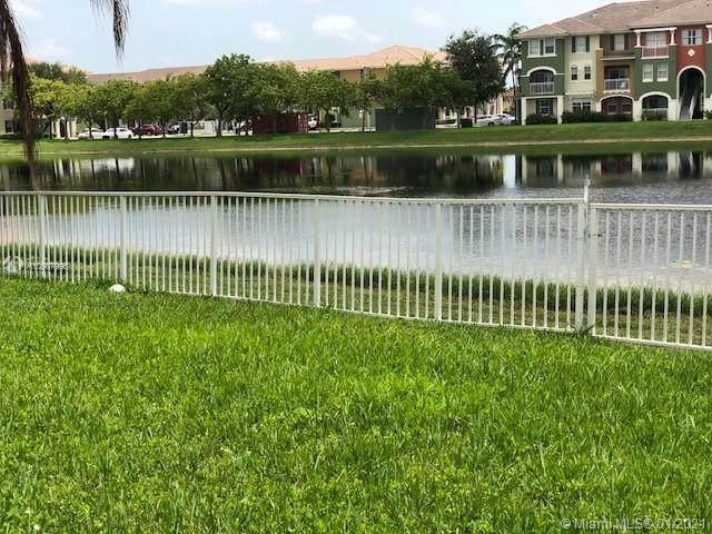 11060 NW 84th St, Doral, FL 33178 (MLS #A10987995) :: Berkshire Hathaway HomeServices EWM Realty