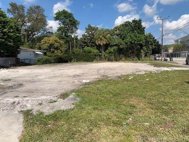 695 NE 135th St, North Miami, FL 33161 (MLS #A10993298) :: The Jack Coden Group
