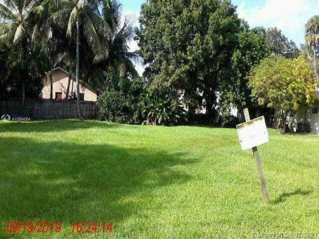 1709 SW 23rd St, Fort Lauderdale, FL 33315 (MLS #A10994064) :: The Riley Smith Group