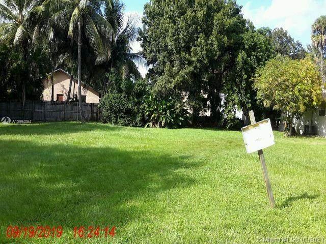 1709 SW 23rd St, Fort Lauderdale, FL 33315 (MLS #A10994064) :: Castelli Real Estate Services