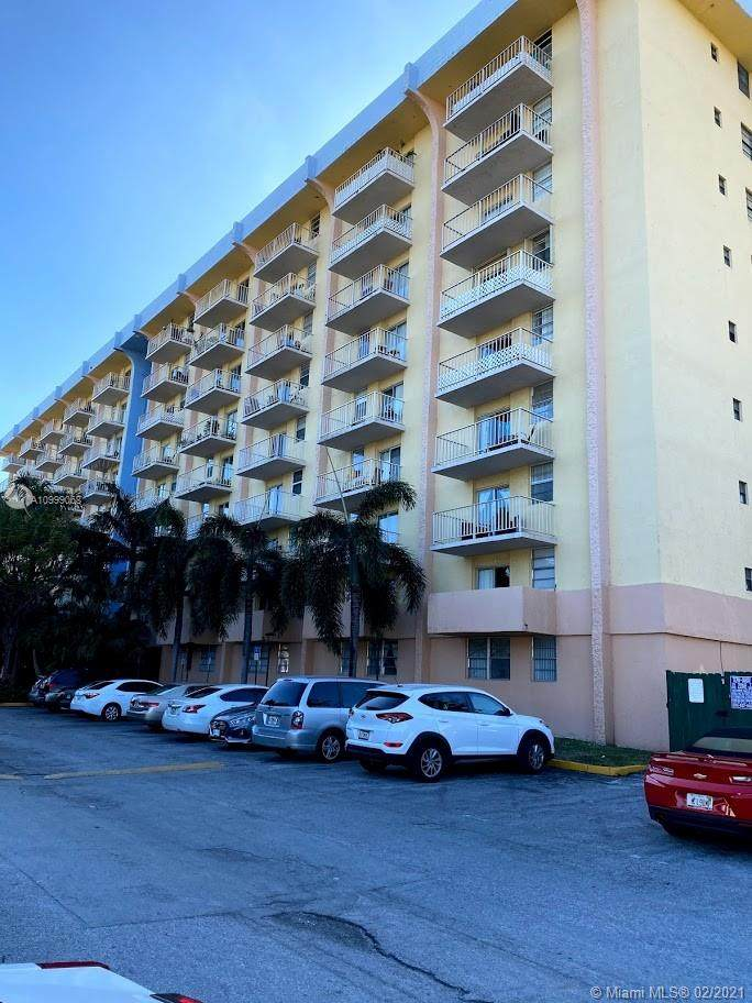 4550 NW 9 ST - Photo 1
