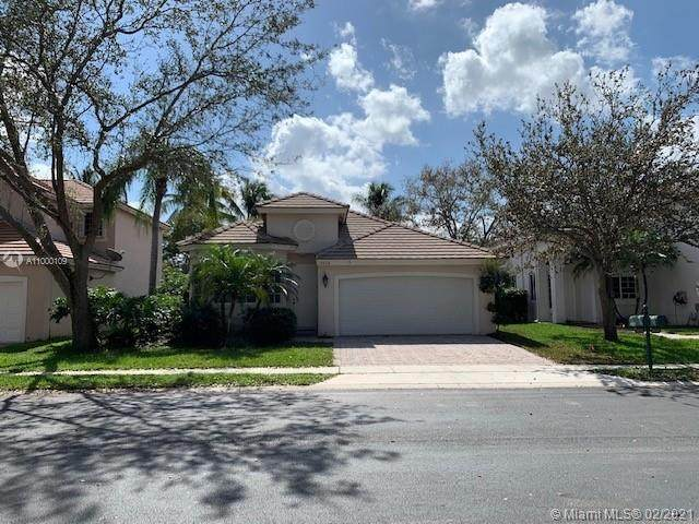 9856 NW 18th St, Pembroke Pines, FL 33024 (MLS #A11000109) :: Castelli Real Estate Services