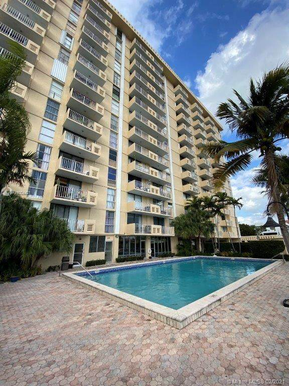 2350 NE 135th St #512, North Miami, FL 33181 (MLS #A11004421) :: The Riley Smith Group