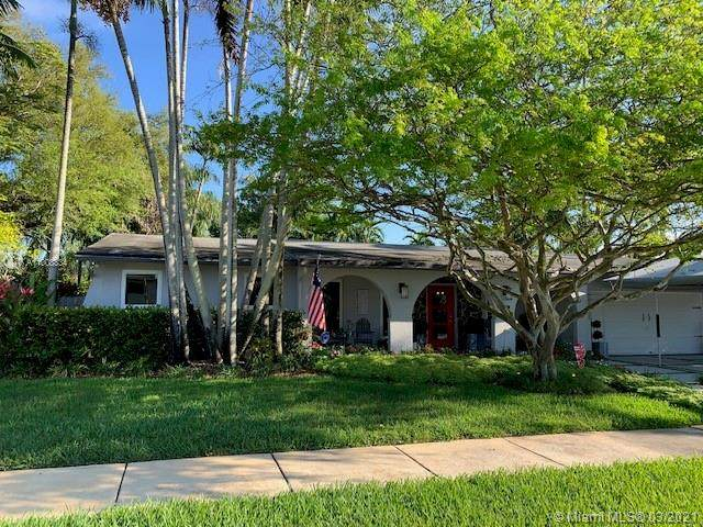 10241 SW 102nd Ter, Miami, FL 33176 (MLS #A11008834) :: Castelli Real Estate Services
