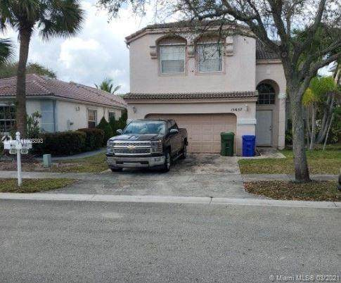 15657 NW 14th St, Pembroke Pines, FL 33028 (MLS #A11008893) :: Castelli Real Estate Services