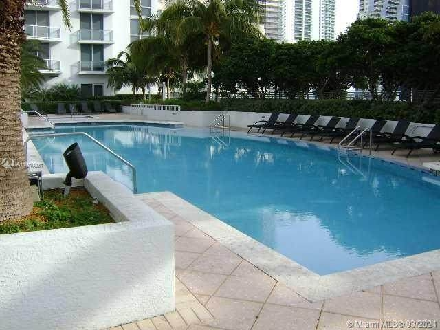 1060 Brickell Ave #4005, Miami, FL 33131 (MLS #A11010231) :: The Teri Arbogast Team at Keller Williams Partners SW
