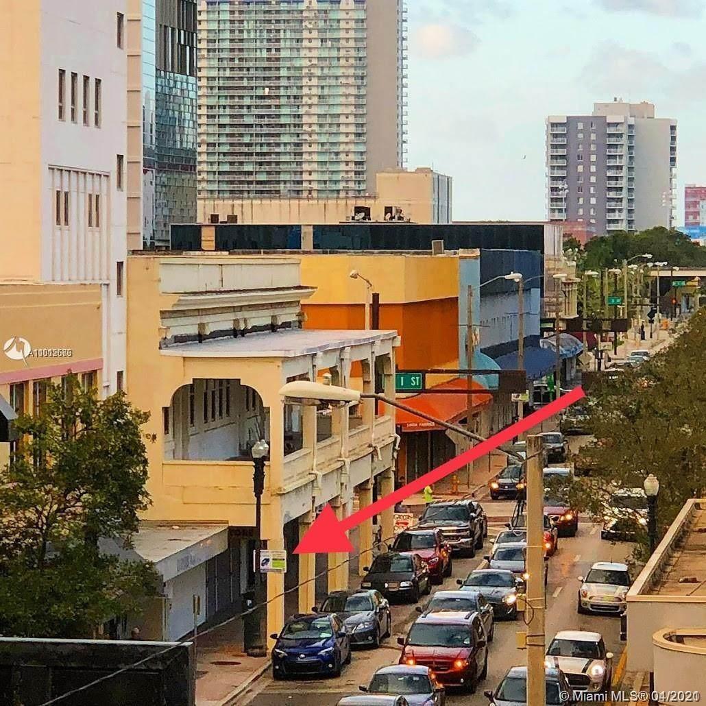 24 Miami Ave - Photo 1