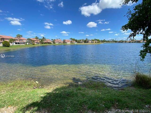 8459 NW 189th St Rd, Hialeah, FL 33015 (MLS #A11013655) :: The Riley Smith Group