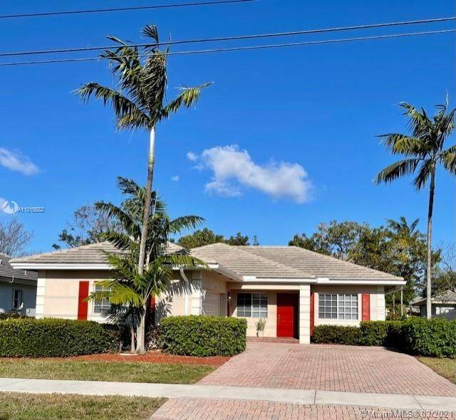 300 NW 18th Ave, Pompano Beach, FL 33069 (MLS #A11015582) :: The Riley Smith Group