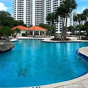 3300 NE 191st St #804, Miami, FL 33180 (MLS #A11016086) :: The Riley Smith Group