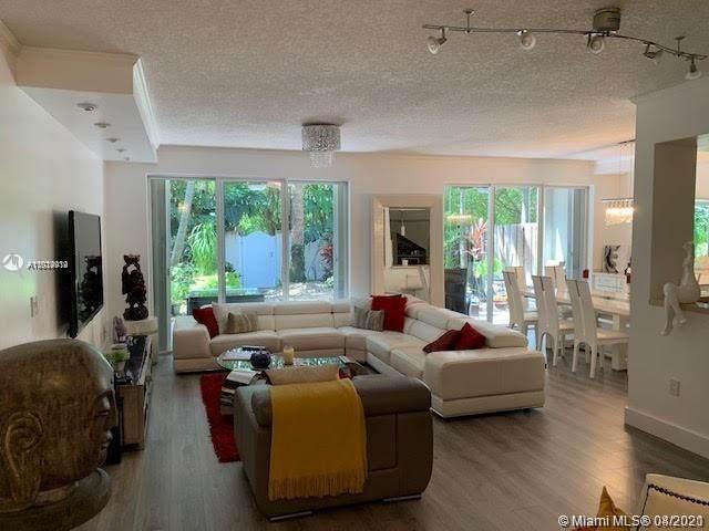 3012 NE Quayside Ln #26, Miami, FL 33138 (MLS #A11024914) :: Green Realty Properties