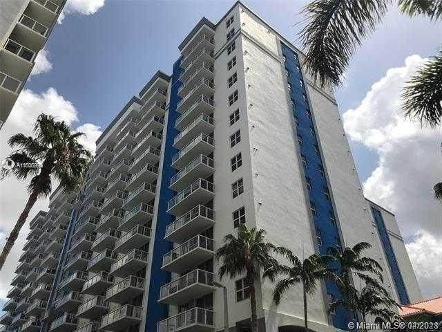 5085 NW 7th St Ts1708, Miami, FL 33126 (MLS #A11025287) :: The Riley Smith Group