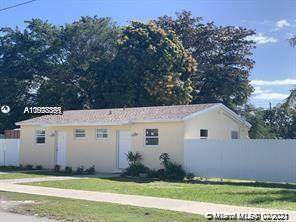 10298 SW 175th St, Miami, FL 33157 (MLS #A11028391) :: The Riley Smith Group
