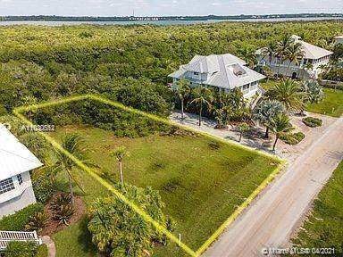 7145 Rum Bay Dr, Other City - In The State Of Florida, FL 33946 (MLS #A11030552) :: Compass FL LLC