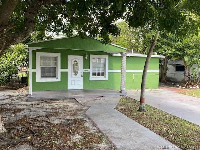 2519 Harding St, Hollywood, FL 33020 (MLS #A11035411) :: The Teri Arbogast Team at Keller Williams Partners SW