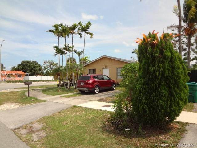 11700 SW 181st St, Miami, FL 33177 (MLS #A11036166) :: The Rose Harris Group
