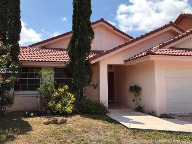 18782 NW 79th Ct, Hialeah, FL 33015 (MLS #A11037106) :: Prestige Realty Group