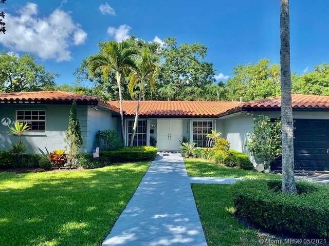 7330 Sabal Dr, Miami Lakes, FL 33014 (MLS #A11037175) :: Berkshire Hathaway HomeServices EWM Realty