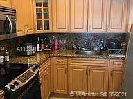 9375 Fontainebleau Blvd L424, Miami, FL 33172 (MLS #A11039182) :: Compass FL LLC