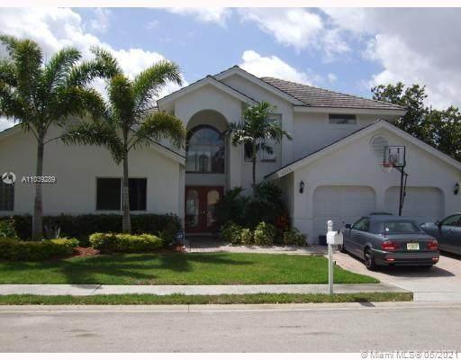 10240 SW 13th St, Pembroke Pines, FL 33025 (MLS #A11039289) :: Green Realty Properties