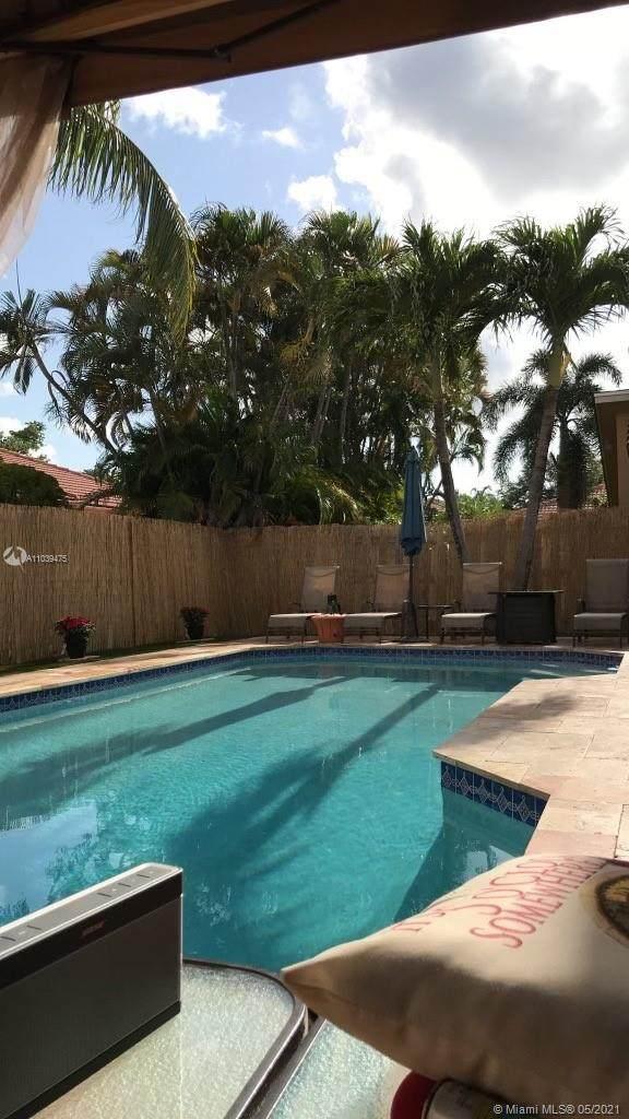 3607 Simms St, Hollywood, FL 33021 (MLS #A11039475) :: Patty Accorto Team