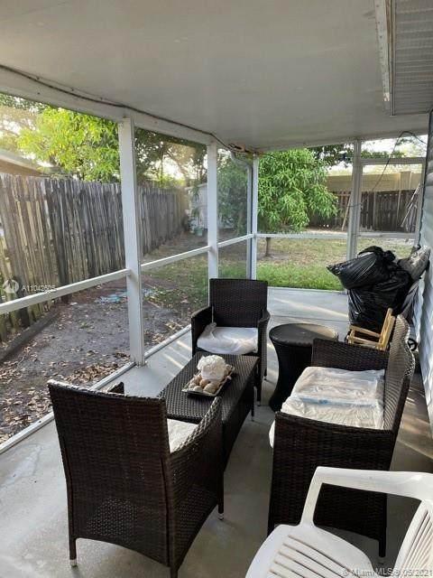 1700 SW 83rd Ave, Miramar, FL 33025 (MLS #A11042605) :: Rivas Vargas Group