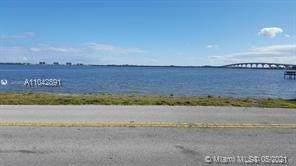 4080 NE Indian River Dr, Jensen Beach, FL 34957 (MLS #A11042891) :: Green Realty Properties