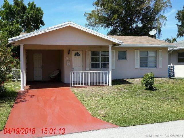 5105 NW 54th St, Tamarac, FL 33319 (MLS #A11055661) :: The Rose Harris Group
