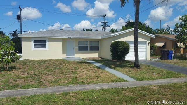 3381 NW 36th Ave, Lauderdale Lakes, FL 33309 (MLS #A11055913) :: The Teri Arbogast Team at Keller Williams Partners SW