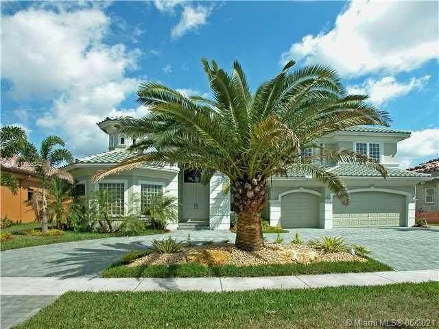 10221 Blue Palm St, Plantation, FL 33324 (MLS #A11056342) :: The Teri Arbogast Team at Keller Williams Partners SW