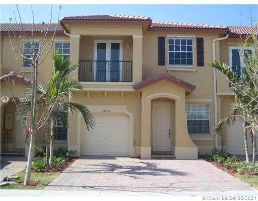 Miami, FL 33186 :: The Howland Group