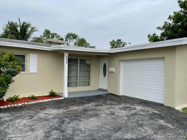 2925 NW 73rd Ave, Sunrise, FL 33313 (MLS #A11058097) :: The Riley Smith Group