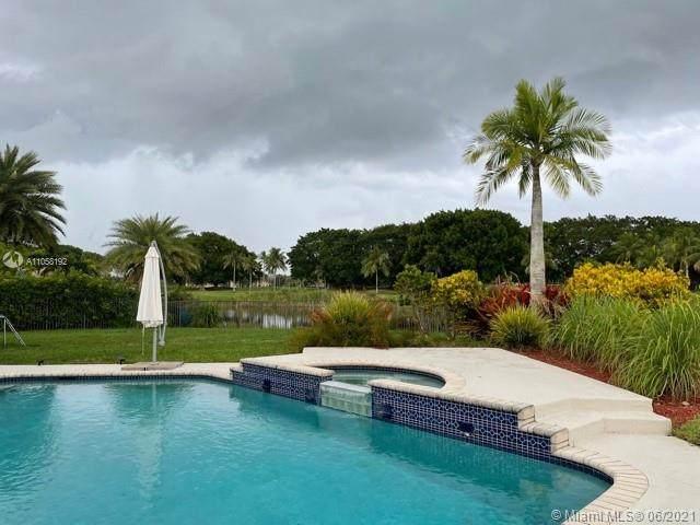2551 Eagle Run Dr, Weston, FL 33327 (MLS #A11058192) :: Green Realty Properties