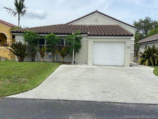 11735 SW 92nd Ln, Miami, FL 33186 (MLS #A11058475) :: Rivas Vargas Group