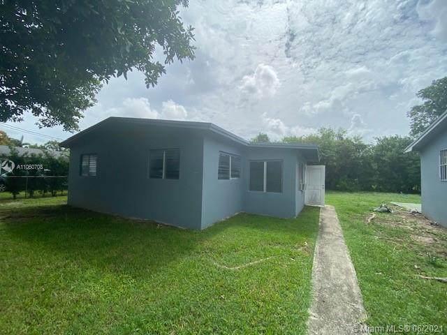 621 SW 12th Ave, Homestead, FL 33030 (#A11060708) :: Dalton Wade