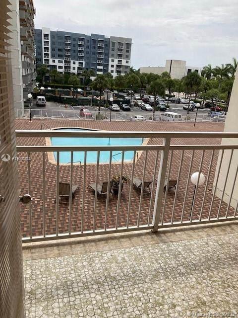 2025 NE 164th St #308, North Miami Beach, FL 33162 (#A11060724) :: Dalton Wade