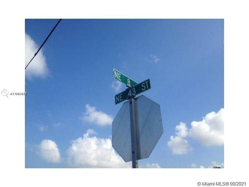 8 Ne Ave - Photo 1