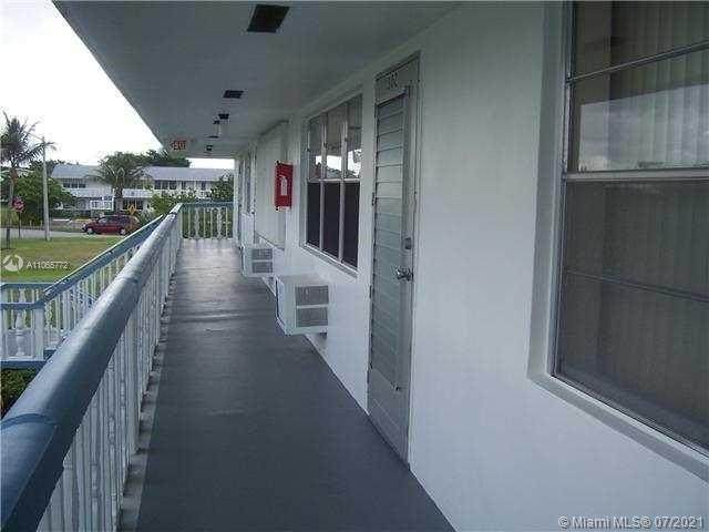 18 Windsor A #18, West Palm Beach, FL 33417 (#A11065772) :: Dalton Wade